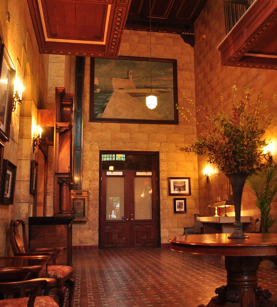 Grand Foyer Bar : Places for weddings in st augustine